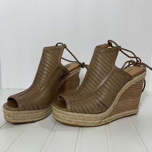 Lucky Lacey Leather Wedge in Sesame. Size 6.5M